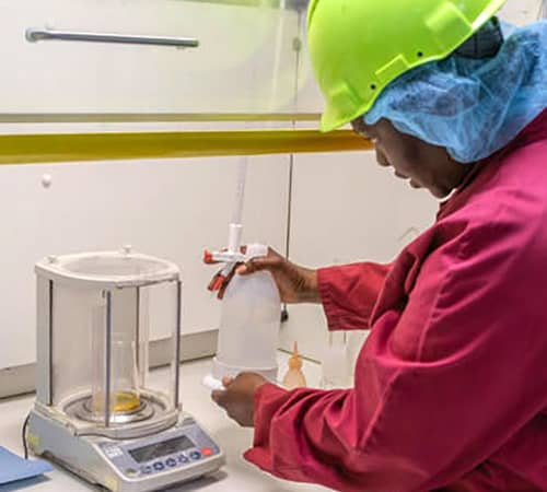 Professionele-weegschaal-voor-analytisch-testen-in-een-laboratorium